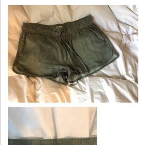 Fabric shorts with tie